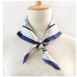Foulard imprimé bleu classique